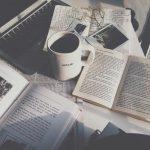 朝は好きな本と淹れ立てコーヒーを